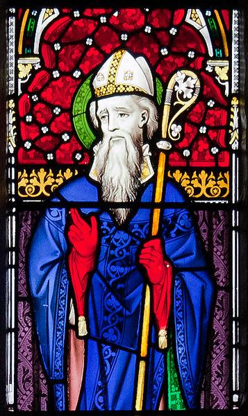 Den hellige Ibar, detalj av glassmaleri v i Church of the Assumption på Our Lady's Island i grevskapet Wexford i Irland