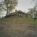 Overzicht voorgevel boerderij op terp - Kamperveen - 20380750 - RCE.jpg