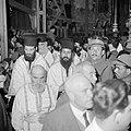 Paasviering Patriarch en priesters in de Heilige Graf kerk, Bestanddeelnr 255-5244.jpg