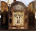 Paesi bassi del sud, reliquiario del XVII secolo con rilievo della crocifissione in avorio del XV secolo.jpg