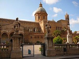 Italiano: Fianco della Cattedrale di Palermo. ...