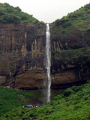 Pandavkada Falls - Image: Pandavkada