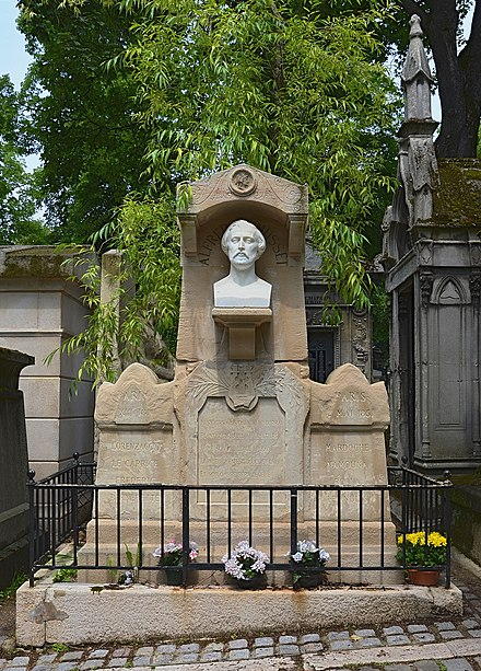Tomb of Alfred de Musset in Pere Lachaise Cemetery Paris Tombe Musset 2013.jpg