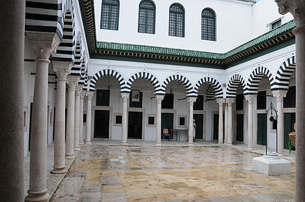 Court of Dar Soulaimania, once the boarding lodge of University of Ez-Zitouna. PatioDarSoulaimania.JPG