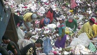 Slums in Manila - Scavengers at the Payatas dumpsite, 2007.