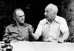 روبير دوانو على اليسار و على اليمين اندريه كرتسز