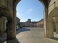 Piazza Minozzi (Roccabianca) - arco di accesso a est 2019-06-23.jpg