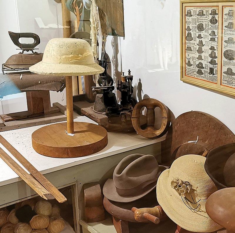 כובעים ומגבעות מפעם