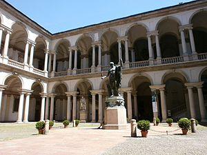 Pinacoteca di Brera - Milano - il cortile interno.JPG