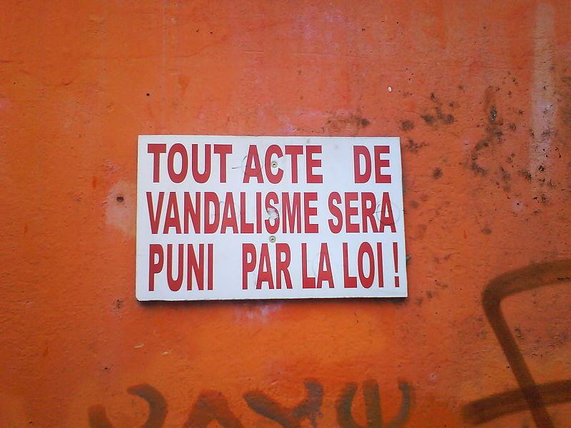 File:Plaque vandalisme.JPG