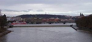 Pohled z Hlávkova mostu, směr Helmovský jez a Petřín.jpg