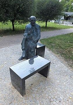 Pomnik janickiego 2.jpg