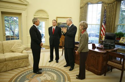 US President George W. Bush meets with the leadership of the Southern Baptist Convention in 2006 in the Oval Office at the White House. Pictured with the President are Morris Chapman, left, Frank Page and his wife Dayle Page. President George W. Bush meets with the leadership of the Southern Baptist Convention in the Oval Office, Oct. 11, 2006.jpg
