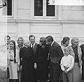 Prinses Beatrix en Claus bezoeken Hitzacker, prinses Beatrix en Claus tussen fam, Bestanddeelnr 918-2563.jpg
