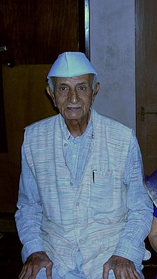 Prof PC Vaidya at his Ahmedabad residence, November 2005.jpg