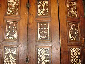 Door of Prophecies - The fourth row of the fourth epoch shows crosses surrounded with adjoining crescents, to represent the spread of Islam.