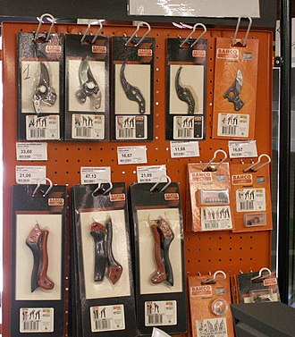 Pruning shears - Professional pruning shears often have replaceable blades