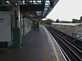Putney Bridge stn through westbound look north.JPG
