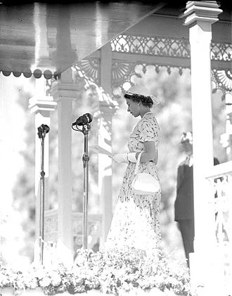 History of monarchy in Australia - Queen Elizabeth II reads a speech in Sydney during her visit in Australia in 1954.