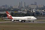 Qantas VH-OEB at Sydney Airport.jpg