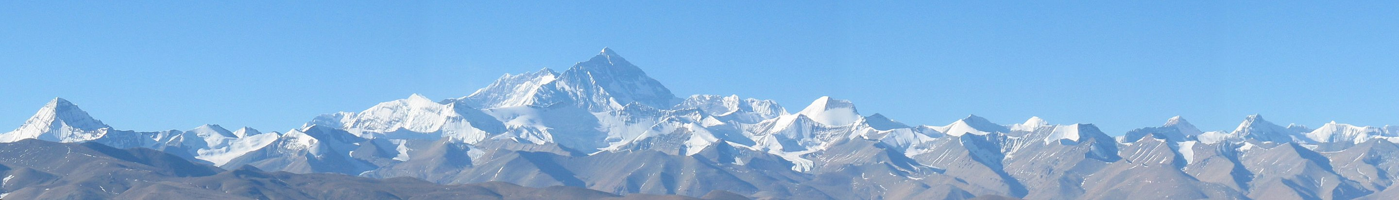 Foto Panoramic view of Mount Everest or Chomolungma from the north inside Tibet.