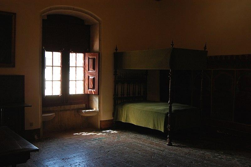 File:Quarto-prisão de D. Afonso VI.jpg