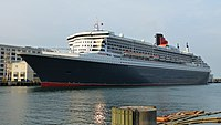 Queen Mary 2 Boston July 2015 01 (cropped).jpg