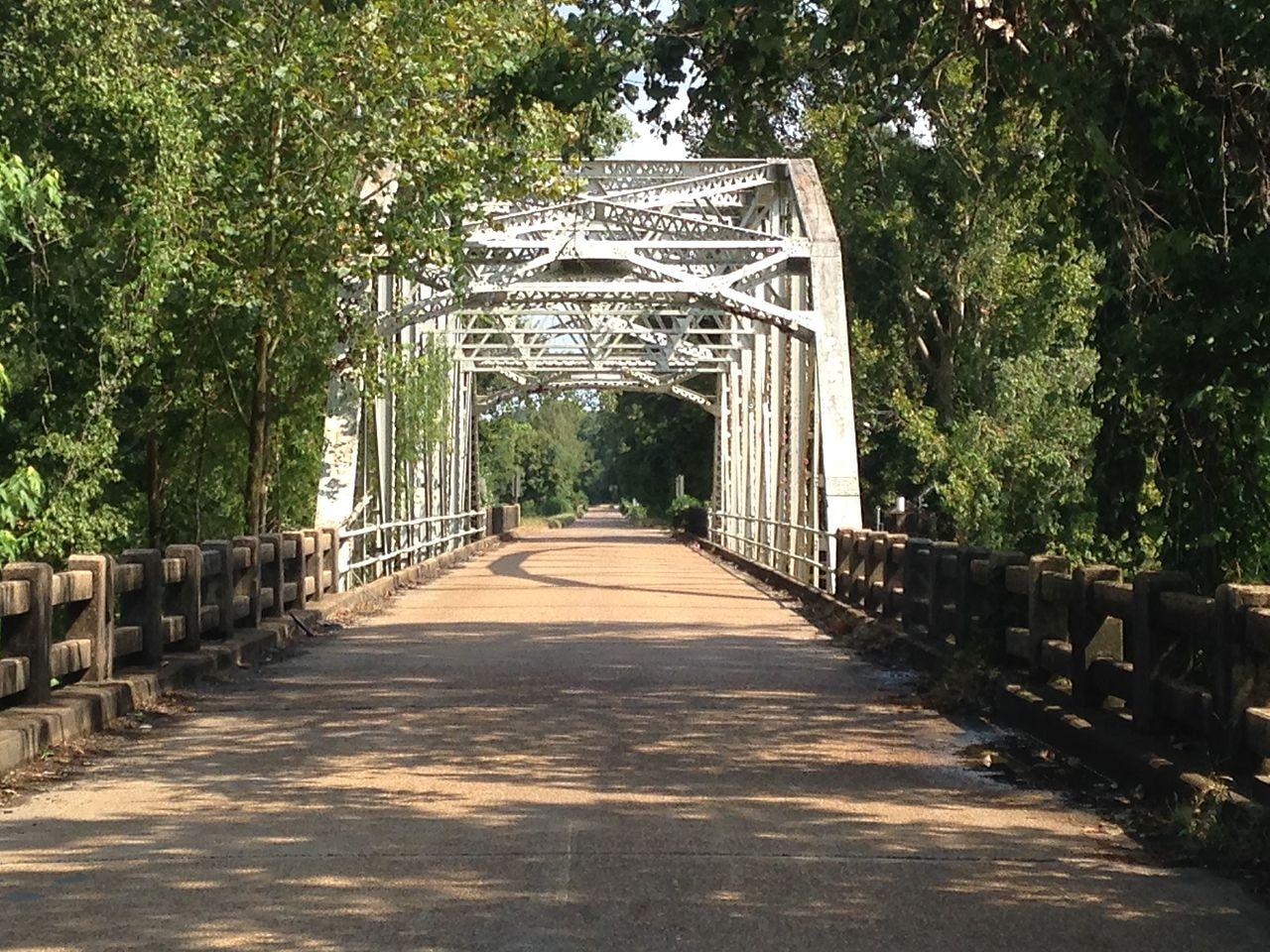 https://upload.wikimedia.org/wikipedia/commons/thumb/b/b3/R.H._Henry_Bridge.jpg/1280px-R.H._Henry_Bridge.jpg