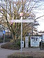 Radrevier.ruhr Knotenpunkt 45 Bahnhof Holzwickede Wegweiser.jpg