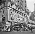 Reclamebord met echte rook voor sigarettenmerk Camel op Times Square, Bestanddeelnr 191-0804.jpg
