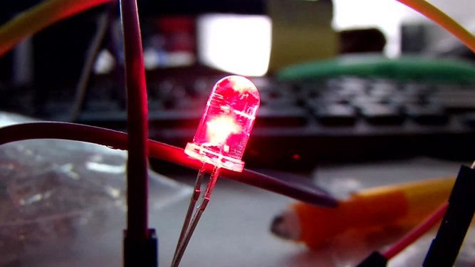 File:Red LED oscillating (GEDC4487).webm