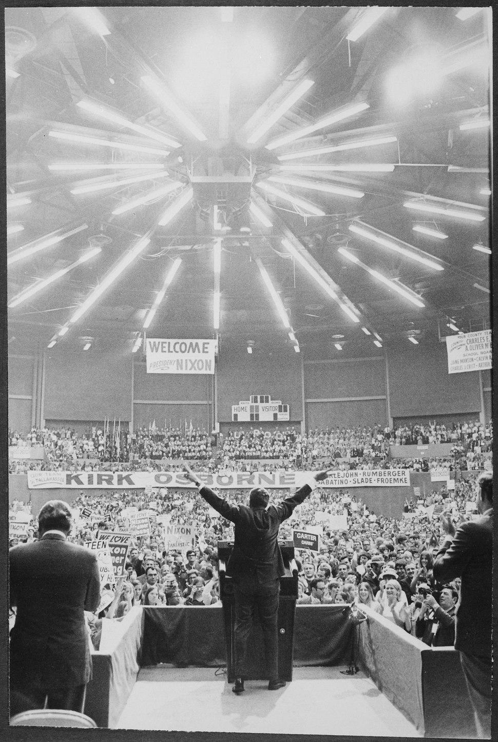 Richard M. Nixon speaking to a crowd in Florida - NARA - 194694