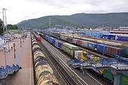 Ruch kolejowy na stacji kolejowej Sludianka.jpg