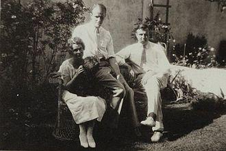 F. O. Matthiessen - Helen Bayne Knapp, Matthiessen, and Russell Cheney: photo taken in Cheney's garden, 1925