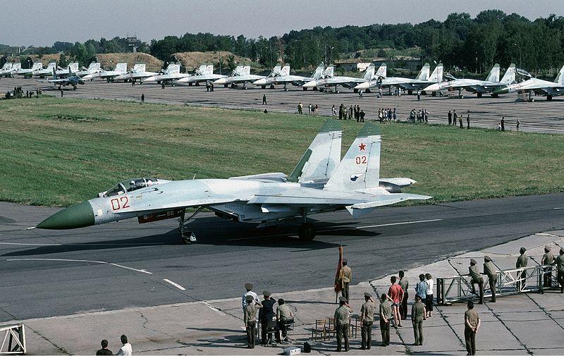 800px-Russian_Air_Force_Sukhoi_Su-27_%28