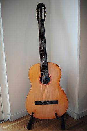 Classical guitar with additional strings - A seven-string Russian guitar