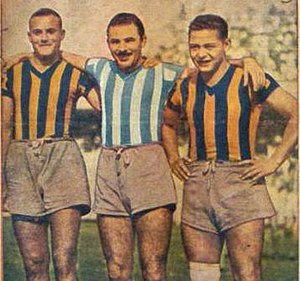Waldino Aguirre - Aguirre with Benjamín Santos and Rubén Bravo (Racing Club shirt).