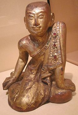 พระสารีบุตร, รูปไม้แกะสลักลงรักปิดทอง ศิลปะพม่า
