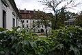 Schloß Auhof Innenhof mit Brunnen 3.JPG