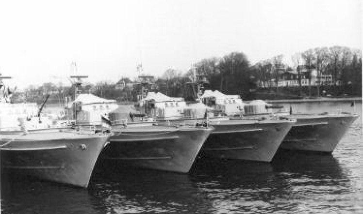 Schnellboote Jaguar-Klasse im Hafen