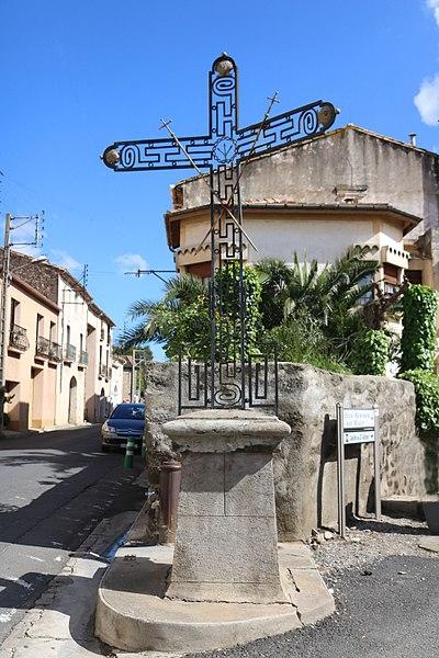 Servian (Hérault) - croix au croisement de la Grand-Rue et de la rue du Bois