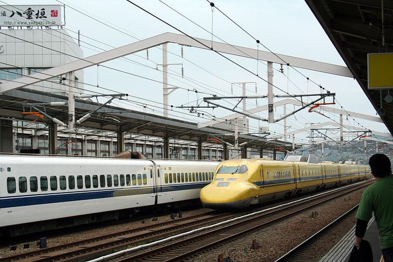 File:Shinkansen and Himeji Station M9 24.jpg