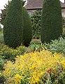 Sissinghurst Gardens 7 (4907320505).jpg