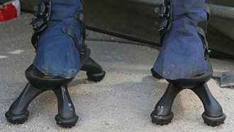 Demining - Shoes of protective clothing