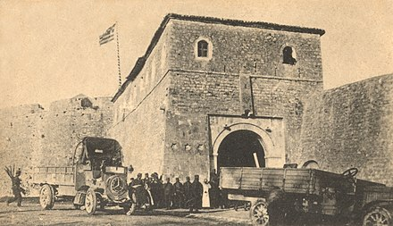 Greek armed forces in Preveza during the First Balkan War at the castle of Saint Andrew St Andrews castle 1913.jpg