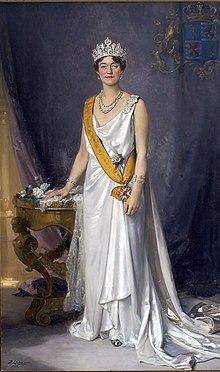 State portrait of Charlotte, Grand Duchess of Luxembourg.jpg