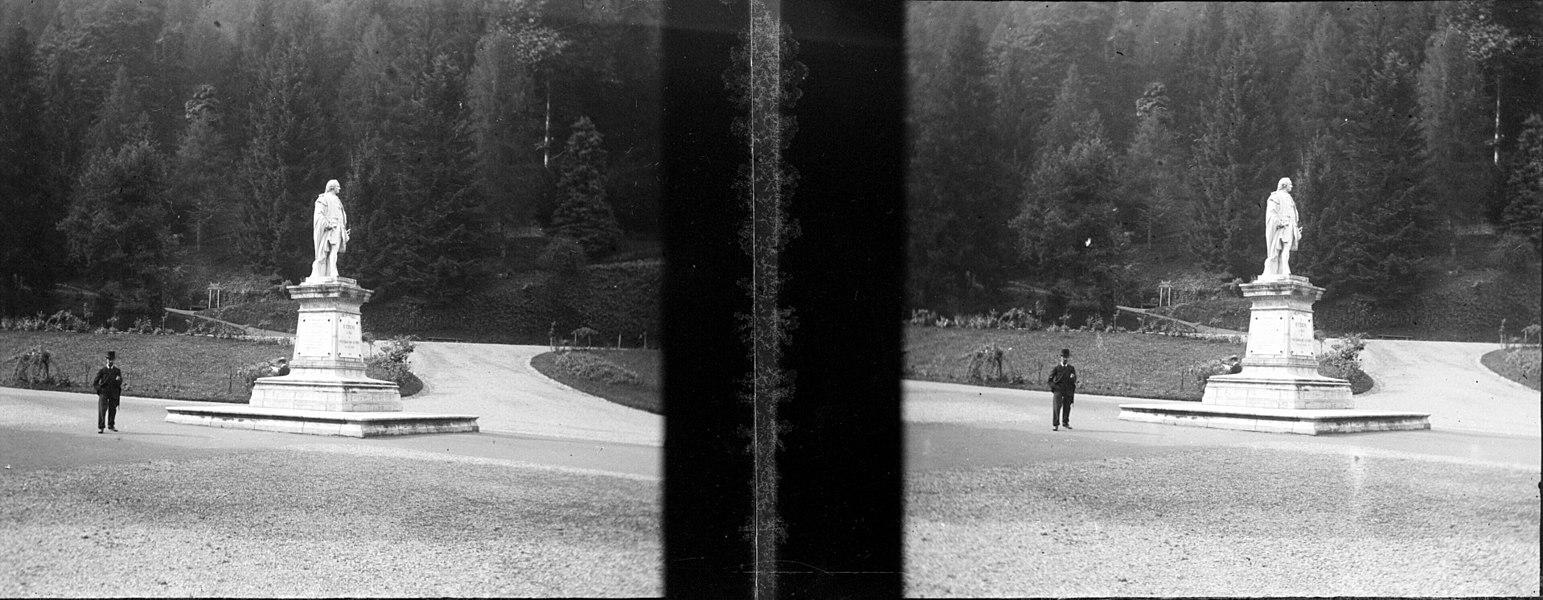 Fonds Trutat - Photographie ancienne  Cote: TRU C 103 Localisation: Fonds ancien Original non communicable  Titre: Statue d'Etigny, Luchon  Auteur: Trutat, Eugène Rôle de l'auteur: Photographe  Lieu de création: Bagnères-de-Luchon (Haute-Garonne) Date de création:: 1859-1910 [entre]  Mesures: 5 x 11 cm  Mot(s)-clé(s):  -- Statue -- Homme politique -- Parc (public) -- Allée -- Homme -- Etigny, Antoine Mégret d' (1720-1767) -- Crauk, Gustave. [Sculpteur]  -- Bagnères-de-Luchon (Haute-Garonne) -- Parc des Quinconces (Bagnères-de-Luchon) -- Statue d'Etigny (Bagnères-de-Luchon)  -- 19e siècle, 2e moitié -- 20e siècle, 1e quart  Médium: Photographies -- Négatifs sur plaque de verre -- Noir et blanc -- Stéréogrammes -- Paysages urbains -- Reproductions d'oeuvre d'art  Bibliographie:   Frappé (Jean-Bernard). - Autrefois Bagnères de Luchon. Tome I. - Anglet: Atlantica, 2001. - 345 p.; 15 x 22 cm. - (Autrefois) cf. p. 304-315   Bibliothèque de Toulouse. Domaine public