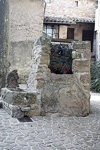 Ste Croix de Caderle-Le puits communal.jpg