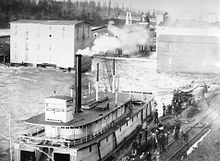 Three Sisters in the boat basin at Oregon City during the 1890 flood. Steamer Three Sisters at Oregon City during 1890 flood.jpg
