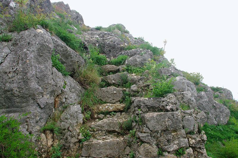 File:Stone stairs, Kozan Castle 02.JPG - Wikimedia Commons